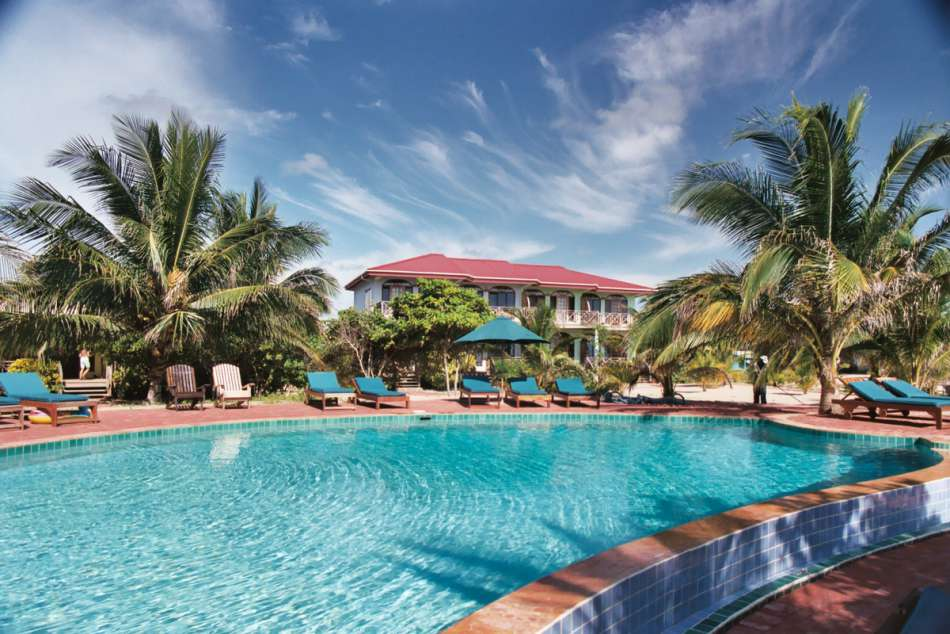 Hamanasi Beach Resort | Am Pool | © Karibik Inside