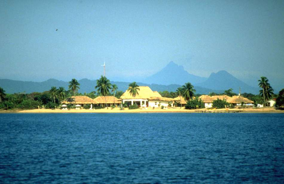 Jaguar Reef Lodge   Panorama mit Maya Mountains im Hitergrund   © Karibik Inside