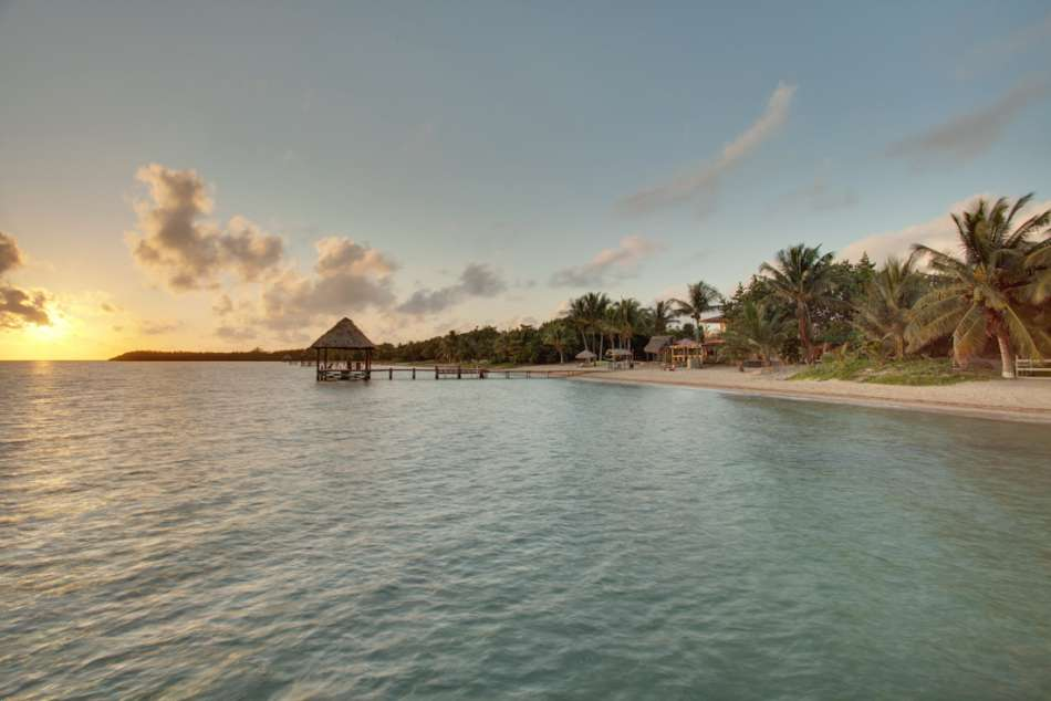 Parrot Cove Lodge | Sonnenaufgang am Strand | © Parrot Cove Lodge