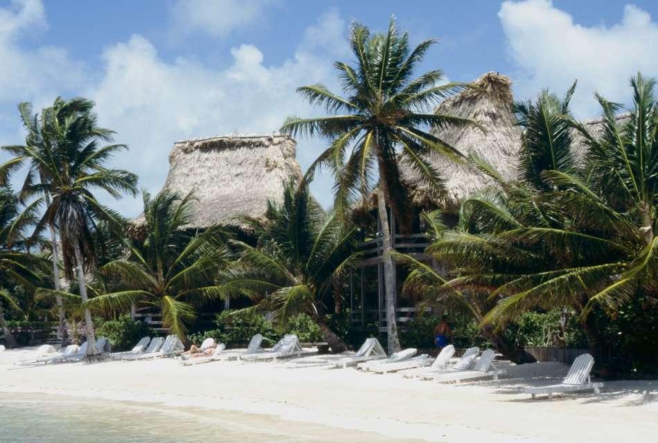 Ramon's Village   Am Strand   © Karibik Inside