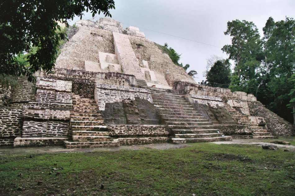 Lamanai | Tempel El Castillo (N10-43) - 2003 | © Karibik Inside