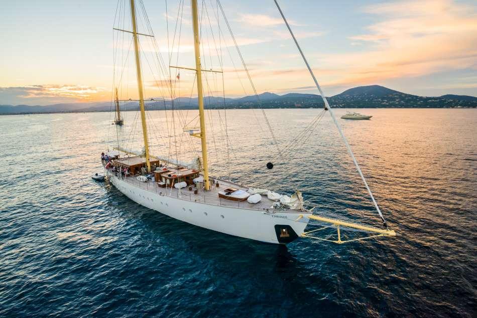 SY Chronos | Vor Anker | © Sailing Classics