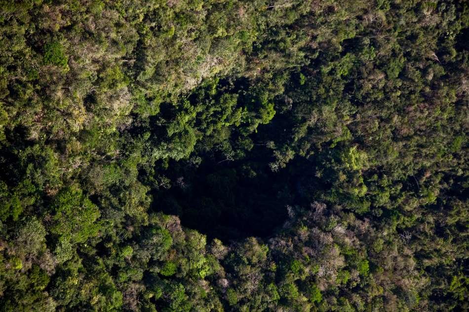 Aktun Loch Tunich Cave - Black Hole Drop | Die Einsturz-Doline aus der Vogelperspektive | © Caves Branch Adventure Company & Jungle Lodge