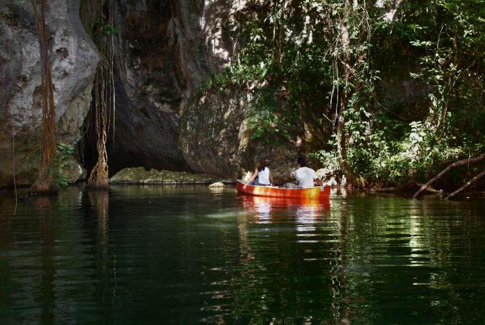 Barton Creek Cave | Einfahrt in die Höhle | © Blancaneaux Lodge