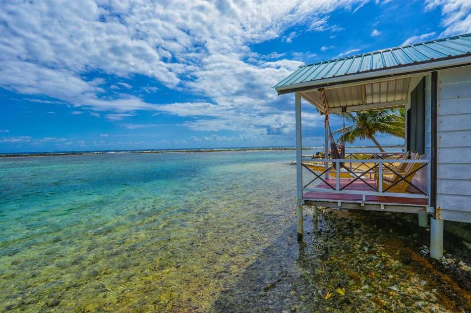 Tobacco Caye Paradise Cabins   Cabana am Strand   © Duarte Delarolle / Island Expeditions