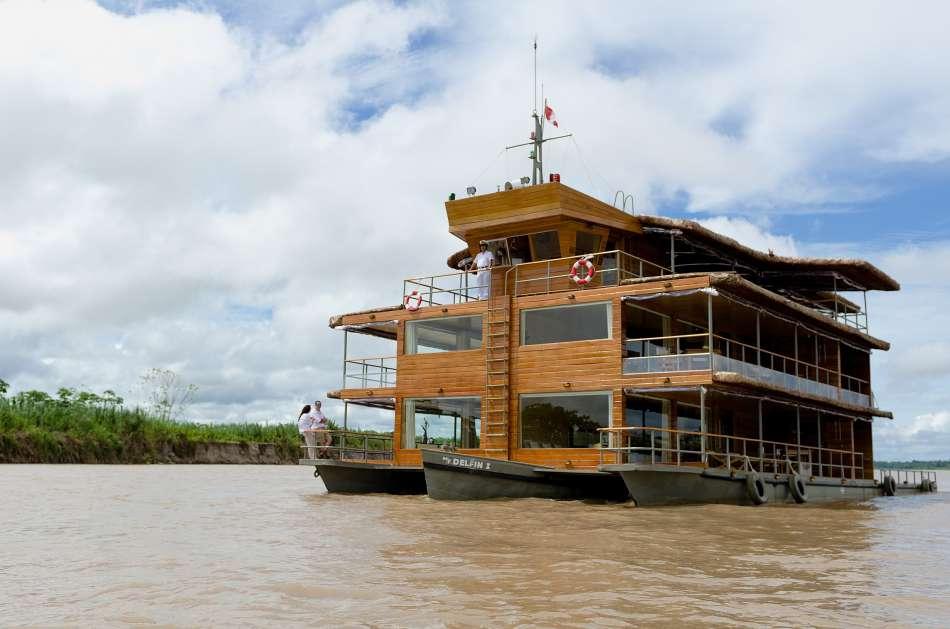 "MV ""Delfin I"" | Frontansicht des Trimaran | © Delfin Amazon Cruises"