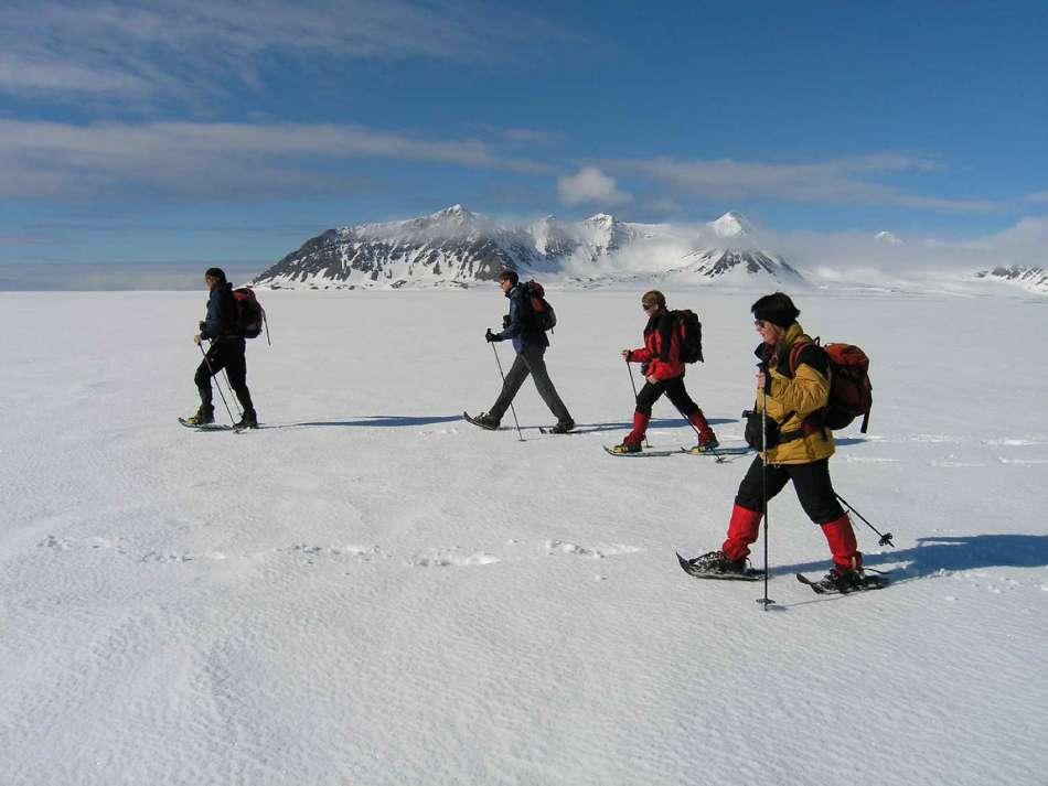 Antarktis | Basecamp - Mit Schneeschuhen unterwegs | © Oceanwide Expeditions / Jan Belgers