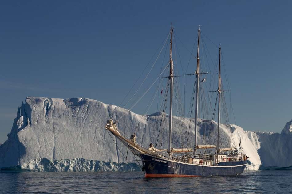 "Grönland | Die ""Rembrandt van Rijn"" an der Eiskante | © Oceanwide Expeditions / Rolf Stange"