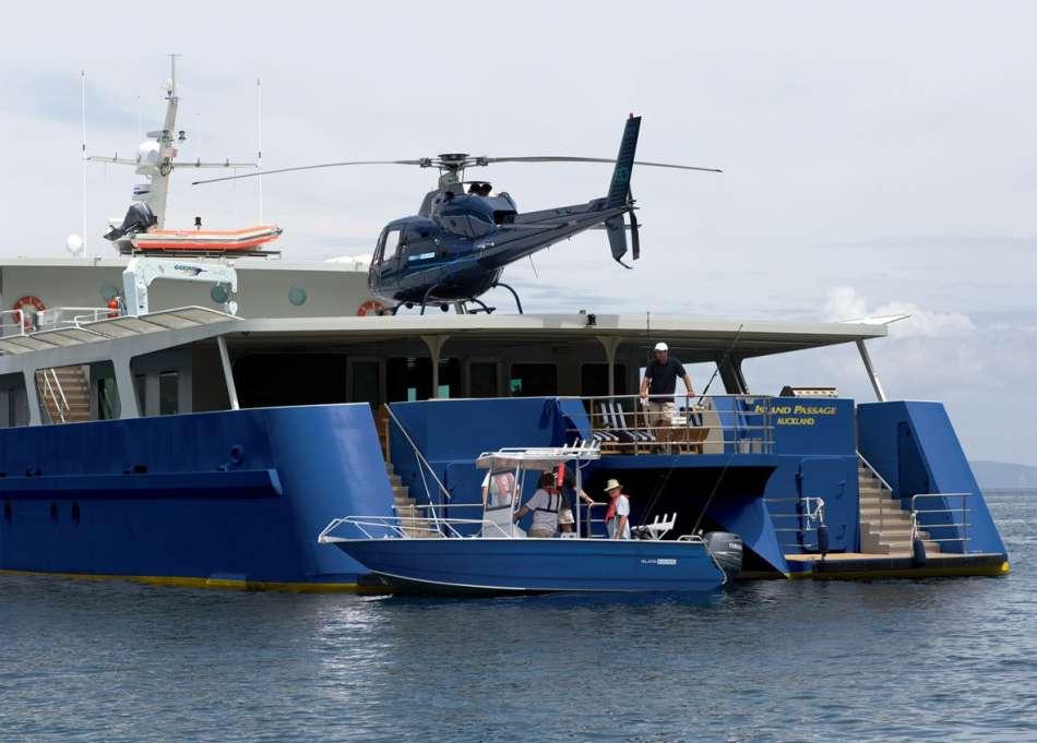 "MV ""Island Passage"" | Der Heliokopter ist an Bord | © Island Escape"