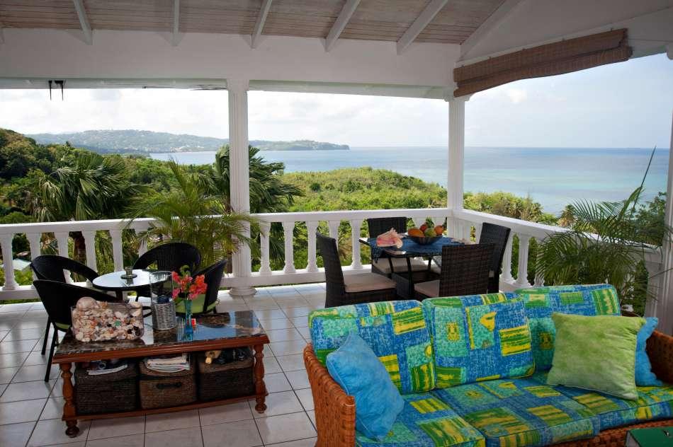 Apartment Espoir | Blick von der Terrasse auf die Choc Bay | © Bill Mortley - Hidden Gems