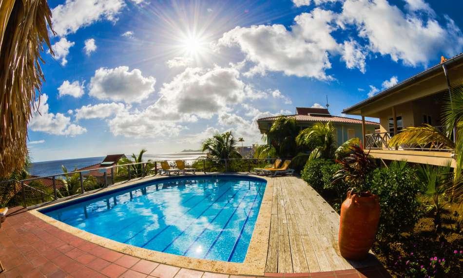 Caribbean Club Bonaire | Pooldeck | © Buddy Dive